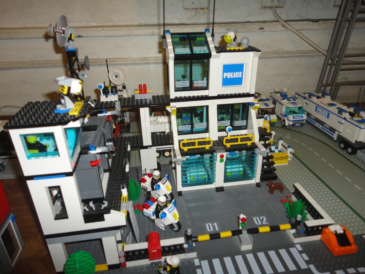 7744 le poste de police - Lego city camion police ...